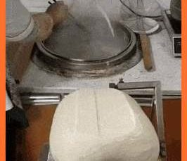 Noodle cutting machine also handles the flinging