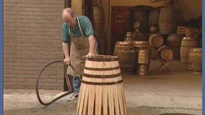 How wood is bent in traditional wine barrel manufacturing